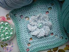 Pretty Freeform Crochet, Crochet Granny, Crochet Yarn, Crochet Stitches, Crochet Squares, Granny Squares, Crochet Ideas, Crochet Patterns, Granny Square Tutorial