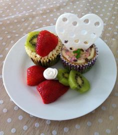 Hyggestund (Ananas muffin med hvid chokoladecreme. Pynt af fondant/sugarpaste).