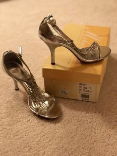 f88875c71e29 Used Silver dressy heels for sale in Saint Albans - letgo
