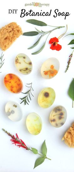 These botanical soap bars are decorated with flowers, herbs, and leaves found in the garden. See the step-by-step instructions for how to make them at home. Exquisite Botanical Soap that Cleanly Preserves the Garden DIY soap Homemade Beauty, Diy Beauty, Beauty Tips, Diy Cosmetic, Diy Savon, Homemade Soap Recipes, Glycerin Soap, Castile Soap, Beauty Recipe