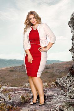 The jacket here is completely useless as it has the same design of the dress it became a part of it. Chubby Fashion, Curvy Women Fashion, Plus Size Fashion, Womens Fashion, Looks Plus Size, Curvy Plus Size, Plus Size Women, Plus Size Dresses, Plus Size Outfits
