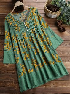 Vintage Pleated Print Patchwork Long Sleeve Plus Size Blouse can cover your body well, make you more sexy, Newchic offer cheap plus size fashion tops for women. Designer Kurtis, Kurta Designs, Plus Size Womens Clothing, Plus Size Fashion, Fast Fashion Brands, Amai, Stylish Plus, Plus Size Leggings, Blouse Outfit