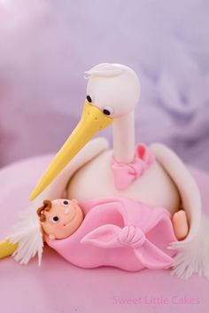 Love. Stork and baby girl | https://lomejordelaweb.es/