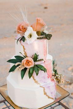121 Best Beach Wedding Cakes Images In 2020 Wedding Cakes