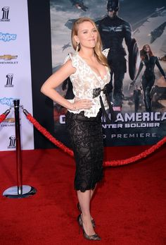 Scarlett Johansson Debuts Pregnant Body in Lace Dress at 'Captain America Premiere!: Photo Scarlett Johansson makes her first red carpet appearance as a pregnant woman at the premiere of her new film Captain America: The Winter Soldier on Thursday (March… Scarlett Johansson, Mean Girls, Hot Actresses, Beautiful Actresses, Actrices Hollywood, Hollywood Celebrities, Female Celebrities, Blake Lively, Winter Soldier
