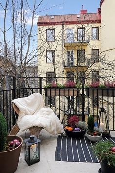 Winter balcony design for get nice times with white snows. Create your balcony winterizing, this is often referred you to reap the lot. Although your balcony . Small Balcony Garden, Small Balcony Design, Small Terrace, Small Outdoor Spaces, Outdoor Balcony, Small Patio, Outdoor Rooms, Small Balconies, Balcony Ideas
