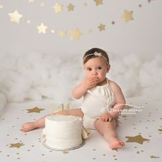19 new ideas baby first birthday girl party twinkle twinkle Smash Cake First Birthday, Baby Cake Smash, Baby Girl 1st Birthday, Birthday Girl Pictures, 1st Birthday Photoshoot, Cake Smash Photography, Cake Smash Photos, 1st Birthdays, Twinkle Twinkle
