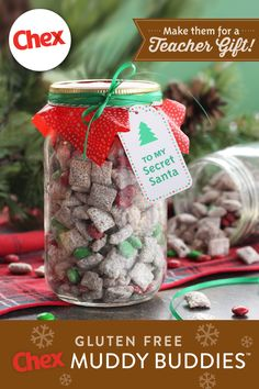 Holiday Muddy Buddy Mason jars for teachers — Make these sweet, homemade gifts with your kids to show their teachers how much they're appreciated. You can add a little festive flair by including holiday-colored candies in the mix. Mason Jar Christmas Gifts, Christmas Snacks, Homemade Christmas Gifts, Christmas Cooking, Christmas Goodies, Christmas Candy, Holiday Treats, Homemade Gifts, Holiday Recipes