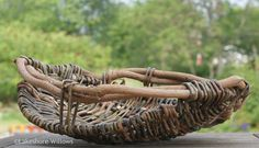 Willows: Rib Style Basket Making Willow Weaving, Basket Weaving, Woven Image, Willow Furniture, Contemporary Baskets, Making Baskets, Easter Coloring Pages, Bamboo Art, Basket Tray