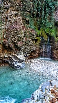 Grotta Azzura a Mel, in provincia di Belluno, Veneto Cool Places To Visit, Places To Travel, Travel Destinations, Italy Vacation, Italy Travel, Italy Trip, Wonderful Places, Beautiful Places, Italy Tours