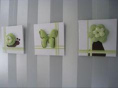 Creatief idee voor schilderijtjes in de kinderkamer, deze zijn gemaakt van de gebruikte stof voor de wieg (wit) en de gordijnen (groen) #schilderij #stof