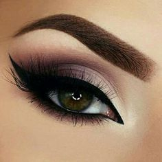 20 Heißesten Smokey Augen Make Up Ideen Las 20 mejores ideas de maquillaje Smokey Eye - Smokey Eye Make Up # Prom Makeup, Cute Makeup, Gorgeous Makeup, Wedding Makeup, Unique Makeup, Exotic Makeup, Hair Makeup, Tan Wedding, Elegant Makeup