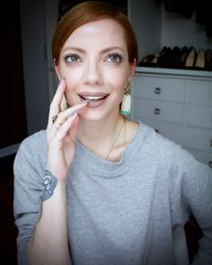 Julia Petit maquiagem clássica em tons de camurça