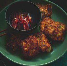 Crispy prawn cakes with chilli-vinegar dipping sauce