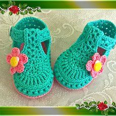 Discover recipes, home ideas, style inspiration and other ideas to try. Crochet Baby Boots, Crochet Baby Sandals, Booties Crochet, Baby Girl Crochet, Crochet Baby Clothes, Crochet Shoes, Crochet Baby Costumes, Crochet Waffle Stitch, Crochet Storage