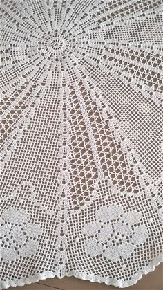 Tapete grande, mantel de encaje, filete de ganchillo, hecho a mano. Filet Crochet, Crochet Mat, Crochet Diagram, Crochet Home, Thread Crochet, Crochet Doilies, Crochet Stitches, Crochet Tablecloth Pattern, Crochet Square Patterns