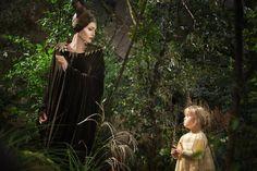 """Retrouvez une comparaison """"La Belle au Bois Dormant""""/""""Maléfique"""" dans la semaine thématique dédiée aux contes sur """"Les Mondes de Blanche""""!"""