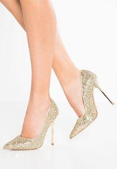 Buffalo Szpilki - glitter gold za 419 zł zamów bezpłatnie na Zalando. Bridal Shoes, Wedding Shoes, Fall Accessories, Classic Pumps, Girls Best Friend, Gold Glitter, High Heels, Slip On, Clothes For Women