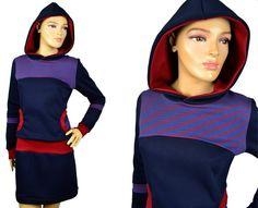 Winterkleid Kapuze dunkelblau rot mit Taschen von Jaqueen auf DaWanda.com