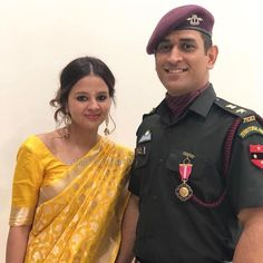 Unseen Family Images of Indian Famous Celebrities. India Cricket Team, World Cricket, Cricket Sport, Ms Dhoni Biography, Ms Dhoni Wife, Cricket Dress, Ms Dhoni Wallpapers, Ms Dhoni Photos, Proud Wife
