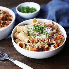 En klassisk Bolognese er alltid en sikker vinner på middagsbordet! Dette er også dagens oppskrift på Facebooksiden vår, sjekk link i bio😄😋#HälsansKök #spaghetti #vegan #meatfree #meatless #meatlessmonday #meatfreemonday #vegetarmat