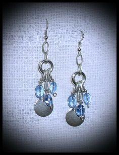 Nice pair of earrings. I saw a lot of models at: http://elsecretoencantodeladiva.blogspot.com.ar/2014/04/aros-aros-y-mas-aros.html