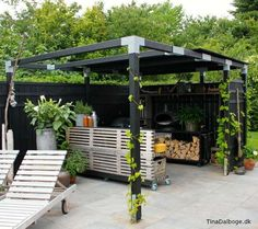 Outdoor kitchen with pergola and pizza oven. Outdoor Life, Outdoor Gardens, Outdoor Living, Deck With Pergola, Pergola Patio, Garden Deco, Backyard Retreat, Garden Spaces, Outdoor Entertaining