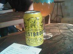 Cerveja Westbrok White Thai, estilo Witbier, produzida por Westbrook Brewing, Estados Unidos. 5% ABV de álcool.