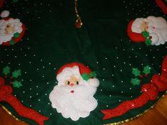 Resultado de imagen para pie de arbol de navidad elegantes Christmas Holidays, Christmas Crafts, Christmas Decorations, Christmas Tree, Christmas Ornaments, Holiday Decor, Christmas Stuff, Holidays And Events, Tree Skirts