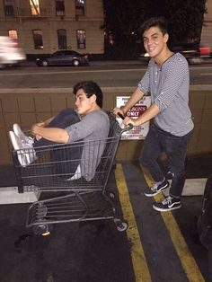 (570) #AskEthanAndGrayson hashtag on Twitter