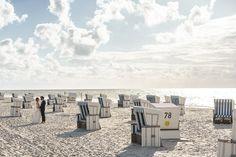 #Fotoshooting #Brautpaarshooting #Hochzeitsfotos #Ideen   am Strand von Sylt