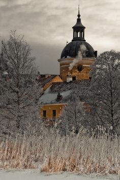 I love the closeness here. Gripsholm Castle, Mariefred, Sweden - Pixdaus