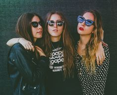 Haim and Stevie Nicks Perform Fleetwood Mac's