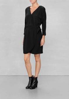 & Other Stories 650 SEK A true wardrobe companion, this versatile wrap dress features bracelet sleeves, a wide waistband and a softly rounded hemline.
