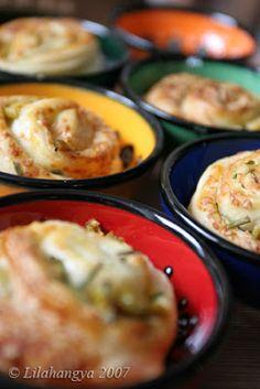 Olivabogyós, parmezános csigák  leveles tésztából Baked Potato, Potatoes, Eggs, Baking, Breakfast, Ethnic Recipes, Food, Morning Coffee, Potato