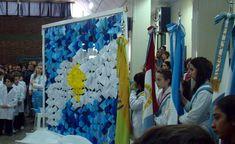 Las banderas, custodiando una obra hecha por los alumnos de la escuela Savio. School, Painting, United Nations, Cabo, Ideas Para, National Flag, Creative Crafts, Painting Art, Paintings