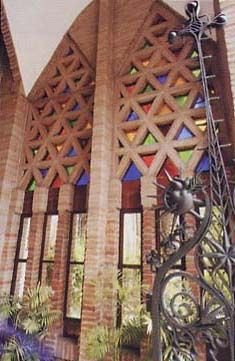 .Gaudí: SANTA TERESA SCHOOL