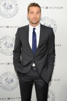 Pin for Later: 40 Sexy Photos of Scott Speedman That Make the World a Better Place 1950s Jacket Mens, Cargo Jacket Mens, Grey Bomber Jacket, Green Cargo Jacket, Suit Jacket, Leather Jacket, Fall Jackets, Men's Jackets, Scott Speedman