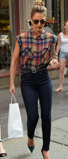 love this outfit and jessica alba looks stunning Passion For Fashion, Love Fashion, Fashion Looks, Womens Fashion, Style Fashion, Fashion Ideas, Plaid Fashion, Fashion Trends, Look Street Style