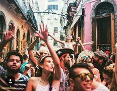 EPA! Você acha que só porque dizem que o carnaval acabou, isso é verdade no #RiodeJaneiro? NÃO! Bota disposição dentro deste corpinho, pede desculpas para o chefe mala que acha que tem de começar a trabalhar meio-dia e vamos para a rua!  Os #nerds e gamers saudosos podem aproveitar que o#SuperMárioBlocosai da Rua do Aprazível às 11h, em Santa Teresa, tocando as músicas de nosso bombeiro hidráulico favorito. Também no Centro acontece o#PlantanaMente, que sai dos Arcos da Lapa, às 16h20, e…