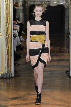 Véronique Leroy Spring 2016 Ready-to-Wear Collection Photos - Vogue