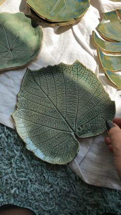Ceramic Clay, Ceramic Pottery, Pottery Art, Slab Pottery, Ceramic Jewelry, Pottery Painting, Clay Art Projects, Ceramics Projects, Ceramics Ideas