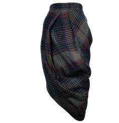Vivianne Westwood and tartan constructed skirt . Stylish Outfits, Fashion Outfits, Country Attire, Moda Chic, Couture, Dark Fashion, Mode Inspiration, Clothes Horse, Sewing Clothes