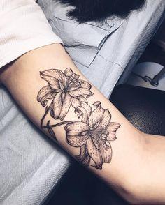 Yg Tattoos, Love Tattoos, Black Tattoos, Body Art Tattoos, Tatoos, Tattoo Drawings, Small Lily Tattoo, Small Finger Tattoos, Small Tattoos