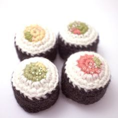 Amigurumi Sushi Pattern  •  Free tutorial with pictures on how to make a sushi plushie in under 30 minutes