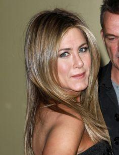Jennifer Anistons straight style