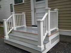 Deck Stairs From Patio Door.Pin By Sammensuriumet On Blondehus Cottage Exterior . Home and Family Front Porch Stairs, Front Door Steps, Front Porch Design, Deck Stairs, Side Porch, Side Door, Patio Doors, Outdoor Stairs, Patio Steps