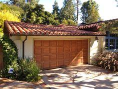 wood door with tile roof Rolling Hills Estates, Tuile, Roof Installation, Shade Structure, Wood Doors, Decoration, Pergola, Garage Doors, Outdoor Structures