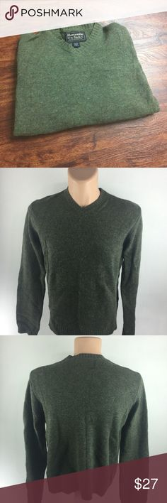 Abercrombie & Fitch Pullover V-Neck Knit Sweater This is a nice and comfortable ABERCROMBIE & FITCH Pullover V-Neck Green 100% Wool Knit Sweater Men's Size Medium       BRAND:  ABERCROMBIE & FITCH STYLE:  Pullover V-Neck  Green 100% Wool Knit Sweater Color:  Green Size:  Medium Measurements:   Please see photos. Materials:  100% Wool   Condition: Excellent gently used preowned condition with minimal signs of wear and tear as seen in images.  JS- Ba1020-Mj Abercrombie & Fitch Sweaters V-Neck