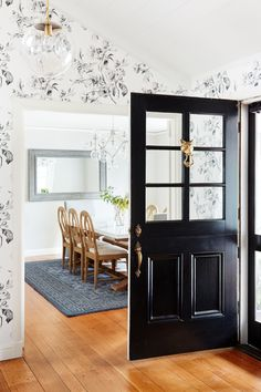 Photography : Colin Price Read More on SMP: http://www.stylemepretty.com/living/2017/02/08/a-classic-home-tour-full-of-gorgeous-pattern/